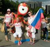 Russian Olympic Athletes at Mandeville. Members of the Russian Olympic Team pose with Mandeville - the London 2012 mascot - near Tower Bridge, London Stock Photo