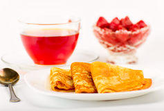 Russian pancakes with black tea and strawberries. Stock Photography
