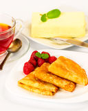 Russian pancakes with black tea and strawberries. Royalty Free Stock Photos