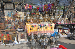 Russian samovar and other antique in Izmailovo flea market Royalty Free Stock Photos