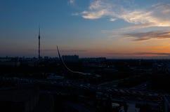 Russie Coucher du soleil au-dessus de l'exposition de parc des accomplissements économiques à Moscou Image libre de droits