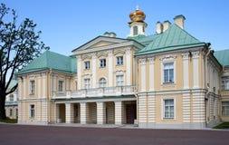 Russie petersburg Oranienbaum (Lomonosov) Abaissez le stationnement Grand palais de Menshikovsky Photos libres de droits