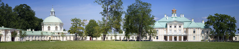 Russie petersburg Oranienbaum (Lomonosov) Abaissez le stationnement Grand palais de Menshikovsky Photos stock