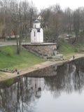 Russie Pskov La chapelle de St Olga, le remblai de la rivière de Velikaya Image libre de droits