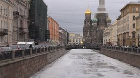 Russie St Petersburg Église du sauveur sur le sang banque de vidéos
