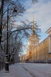 Russie St Petersburg Une vue de l'Amirauté en hiver Photo stock