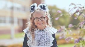 Russisch 13 éénjarigenschoolmeisje in een goede stemming stock afbeelding