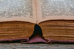 Russisch-deutsches Wörterbuch der alten Weinlese 1948-jährig von der Freigabe Lizenzfreie Stockbilder