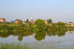 Russisch dorp in de avond Royalty-vrije Stock Afbeeldingen
