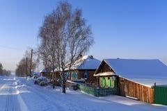 Russisch dorp Visim in de winter Uralgebied, Rusland Royalty-vrije Stock Afbeeldingen