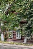Russisch dorpshuis dat van hout wordt gemaakt Royalty-vrije Stock Fotografie