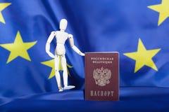 Russisch geben Sie die Flagge der Europäischer Gemeinschaft weiter Lizenzfreies Stockbild