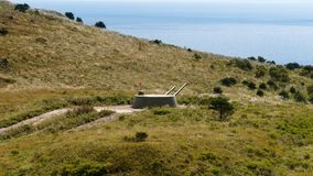 Russisch het torentjekanon van de artilleriebatterij, Kanon op de Heuvel Stock Afbeelding