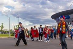 Russisch, het voetbalventilators van Marokko, Iran op het kampioenschap van de de Wereldvoetbal van FIFA 2018 Stock Fotografie