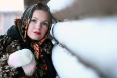 Russisch meisje in nationale kleding Stock Foto