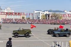 Russisch militair vervoer bij de parade op jaarlijkse Victory Day Royalty-vrije Stock Afbeeldingen