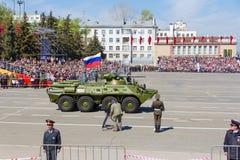 Russisch militair vervoer bij de parade op jaarlijkse Victory Day Stock Afbeelding