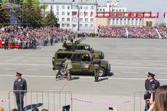 Russisch militair vervoer bij de parade op jaarlijkse Victory Day Royalty-vrije Stock Foto's