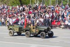 Russisch militair vervoer bij de parade op jaarlijkse Victory Day Stock Foto