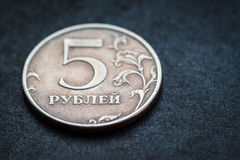 Russisch muntstuk - vijf roebels. stock afbeeldingen