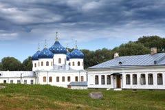 Russisch orthodox Yuriev-Klooster, Kerk van Verheffing van Dwars, Grote Novgorod, Rusland Royalty-vrije Stock Fotografie