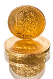 Russisch oud muntstuk van zuiver goud op wit Stock Afbeeldingen