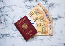 Russisch paspoort met euro op marbelachtergrond royalty-vrije stock afbeeldingen