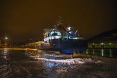 Russisch schip die de haven van Halden (vroege ochtend) bezoeken Royalty-vrije Stock Afbeelding