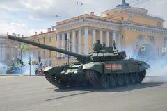 Russisch tank t-72B3 close-up Fragment van de militaire parade ter ere van Victory Day Stock Afbeeldingen