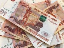 Russisch uit gewaaid geld, 5 duizendste nota's stock foto