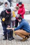 Russisch volks de winterfestival in het Kaluga-gebied op 13 Maart, 2016 Stock Fotografie
