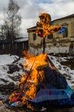 Russisch volks de winterfestival in het Kaluga-gebied op 13 Maart, 2016 Stock Foto