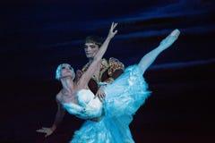 Russische actoren en actrices op het grote operastadium stock foto's