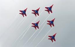 Russische aerobatic Gruppe Strizhi Stockbilder