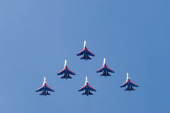 Russische aerobatic Team Russe-Ritter Lizenzfreie Stockbilder
