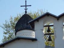 Russische alte weiße Kirche, reisend, Geschichte stockfotos
