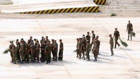 Russische Armeekadett-Schleifenplattform stock video footage