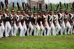 Russische Armeesoldaten bei Borodino kämpfen historische Wiederinkraftsetzung in Russland Lizenzfreies Stockfoto