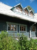 Russische Art. Hölzernes Haus Lizenzfreie Stockfotos