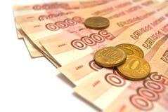 Russische bankbiljetten en muntstukken Stock Afbeeldingen
