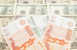 Russische Banknoten und Dollar Banknoten Stockfoto