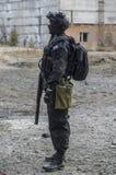 Russische besondere Kräfte, die an einem Boden der militärischen Ausbildung ausbilden Stockfotografie