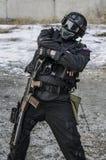 Russische besondere Kräfte, die an einem Boden der militärischen Ausbildung ausbilden lizenzfreie stockfotografie