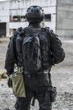 Russische besondere Kräfte, die an einem Boden der militärischen Ausbildung ausbilden stockbild