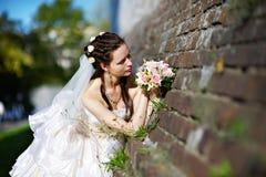 Russische Braut mit Hochzeitsblumenstrauß Lizenzfreies Stockfoto
