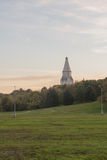 Russische christelijke kerk van witte steen Stock Foto's