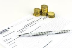 Russische Dokumente 3-NDFL Steuererklärungsform Stift und Münzen lizenzfreie stockbilder