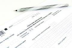 Russische Dokumente 3-NDFL Steuererklärungsform und -stift stockfotos