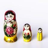 Russische Doll Matryoshka die op een witte achtergrond wordt geïsoleerd Stock Foto