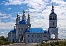 Russische dorpskerk stock foto